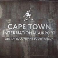 Foto tirada no(a) Aeroporto International da Cidade do Cabo (CPT) por Aleksandra S. em 10/21/2013