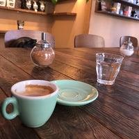 Das Foto wurde bei Buena Vida Coffee Club von al p. am 9/4/2017 aufgenommen