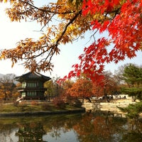 Photo taken at Gyeongbokgung by Yosuke S. on 11/9/2012