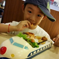 Photo taken at Sakae Sushi by Jεnniε® K. on 10/22/2014