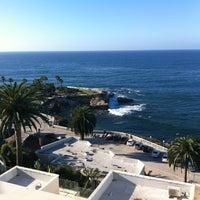 10/8/2012 tarihinde Ivan K.ziyaretçi tarafından George's at The Cove'de çekilen fotoğraf