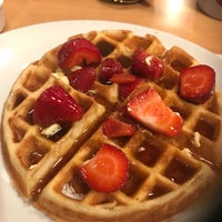 Photo taken at Sunset Grill by Melba D. on 10/6/2017
