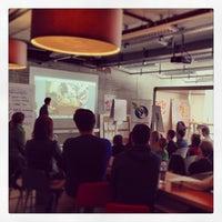 Das Foto wurde bei SCE Strascheg Centre for Entrepreneurship von Markentreibstoff M. am 9/23/2013 aufgenommen