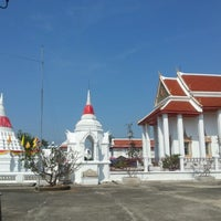 Photo taken at Wat Poramaiyikawas Worawihan by Kade T. on 12/16/2012