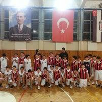 Photo taken at Üsküdar Beşiktaş Basketbol Okulu by Rasim Onur T. on 2/16/2014