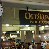 Photo taken at OldTown White Coffee by Şahadet B. on 9/18/2016