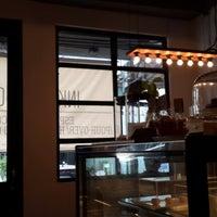 Foto scattata a INK&LION Café da Nguang T. il 3/24/2014