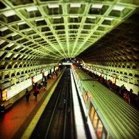 7/19/2013 tarihinde Joey M.ziyaretçi tarafından Gallery Place - Chinatown Metro Station'de çekilen fotoğraf