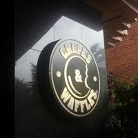 Foto tomada en Crepes & Waffles por Oscar J. el 6/25/2014