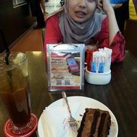 Photo taken at Secret Recipe by Nurul A. on 4/8/2017