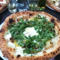 Foto tomada en Spacca Napoli Pizzeria por Monica B. el 6/20/2013