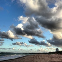 รูปภาพถ่ายที่ Praia de Guaxuma โดย Jeoás F. เมื่อ 6/1/2013