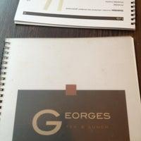 Foto tomada en Georges Tea & Lunch por Yue T. el 3/22/2013