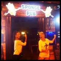 10/1/2013 tarihinde Katherine K.ziyaretçi tarafından Sponge Pub'de çekilen fotoğraf