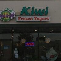 Photo taken at Sweet Kiwi Frozen Yogurt by Jo-el on 10/23/2012