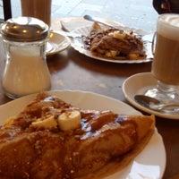 Photo taken at La Victoria café gourmet by Arturo C. on 4/28/2014