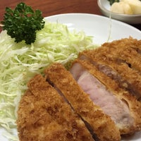 Photo taken at Tonkatsu Enraku by oyabibin on 8/18/2015