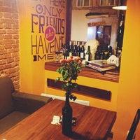 Снимок сделан в The Room Wine Bar пользователем Ross S. 11/22/2013