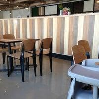 Photo taken at Burger King by Won seok P. on 3/3/2013
