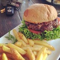 Das Foto wurde bei Holy Burger von Mustafa I. am 7/1/2014 aufgenommen