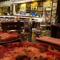 Снимок сделан в Sorbillo Pizzeria пользователем Hasan A. 2/5/2018