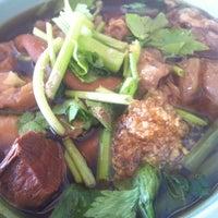 Photo taken at หมูตุ๋น เนื้อตุ๋น ยาจีน by Parinya Y. on 9/23/2012