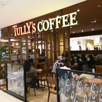 Photo taken at Tully's Coffee by H. K. on 10/23/2013