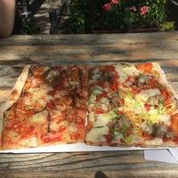 5/22/2014 tarihinde Michael S.ziyaretçi tarafından Garda Pizza'de çekilen fotoğraf