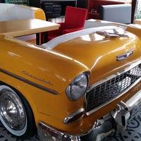 10/4/2013 tarihinde Fatih T.ziyaretçi tarafından Big Yellow Taxi Benzin'de çekilen fotoğraf