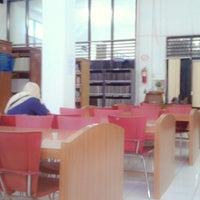 Photo taken at Badan Perpustakaan, Arsip dan Dokumentasi Provinsi Sumatera Utara by Rizal D. on 4/13/2014
