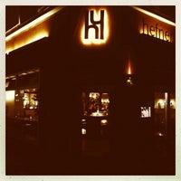 Das Foto wurde bei Hefner Bar von Helge M. am 11/6/2013 aufgenommen