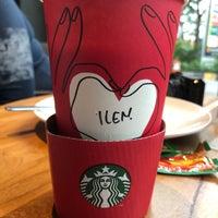 Foto diambil di Starbucks oleh Lau E. pada 12/30/2017
