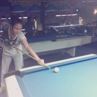 Foto diambil di Ha Ha Billiard And Bar oleh Alicia L. pada 11/16/2013
