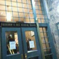 11/29/2012 tarihinde Edgar J.ziyaretçi tarafından Old Town School of Folk Music'de çekilen fotoğraf