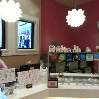 Photo taken at Yogurberry Frozen Yogurt Café by Brian H. on 2/15/2013
