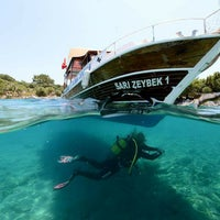 Photo taken at Sarı Zeybek Diving Boat by Kadir B. on 8/1/2015