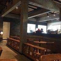 9/3/2017 tarihinde Koooji Y.ziyaretçi tarafından Starbucks Reserve'de çekilen fotoğraf