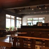 8/20/2017 tarihinde Koooji Y.ziyaretçi tarafından Starbucks Reserve'de çekilen fotoğraf