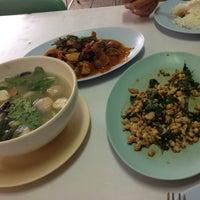 Photo taken at ร้านอาหาร แต้เม่งหลี (แปะตี๋) by Rutchneegron Z. on 7/26/2012