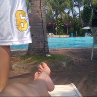 Photo taken at Pantai Mutiara Swimming Pool by Novii C. on 10/11/2013