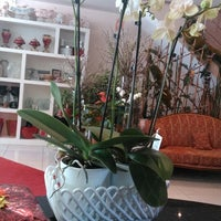 Photo taken at Kubra International Flowers Shop by Yusuf Ş. on 4/11/2014