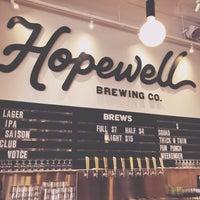 รูปภาพถ่ายที่ Hopewell Brewing Company โดย Amy C. เมื่อ 3/31/2018