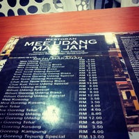 Photo taken at Mee Udang Mak Jah Kuala Sepetang by Akhmar S. on 10/23/2012