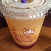 Photo taken at The Coffee Bean & Tea Leaf by Malek M. on 6/13/2016