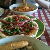 Foto tomada en Italianni's Pasta por Samantha C. el 10/20/2012