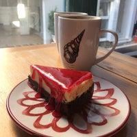 2/13/2018 tarihinde Özge Nur Ö.ziyaretçi tarafından Kropka Coffee&Bakery'de çekilen fotoğraf