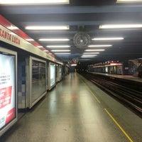 Foto tomada en Metro Santa Lucía por Benjamín B. el 9/23/2012