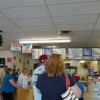 Foto tirada no(a) Oak Island Sub Shop & Salads por Christopher G. em 6/27/2016
