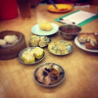 Photo taken at Restaurant Ful Lai Dim Sum (富涞饱饺点心茶楼) by 😍Teoh™ on 10/15/2012