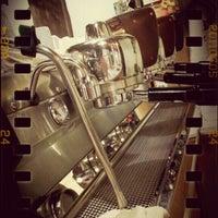 Photo taken at กาแฟต้อม (Thom Artisan Coffee) by Niice N. on 9/29/2013